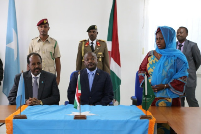 Burundi President Visits Somalia and addresses AMISOM troops.