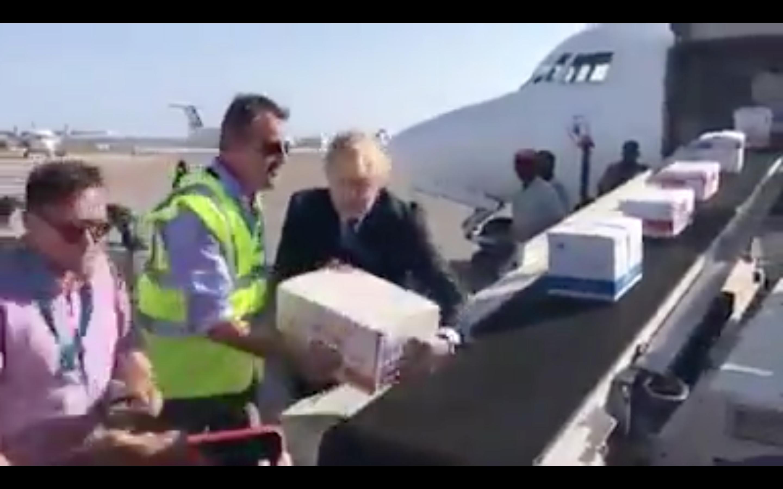 [Daawo] Wasiirka Arrimaha dibadda UK oo Xamaali ka noqday Airport-ka Xamar