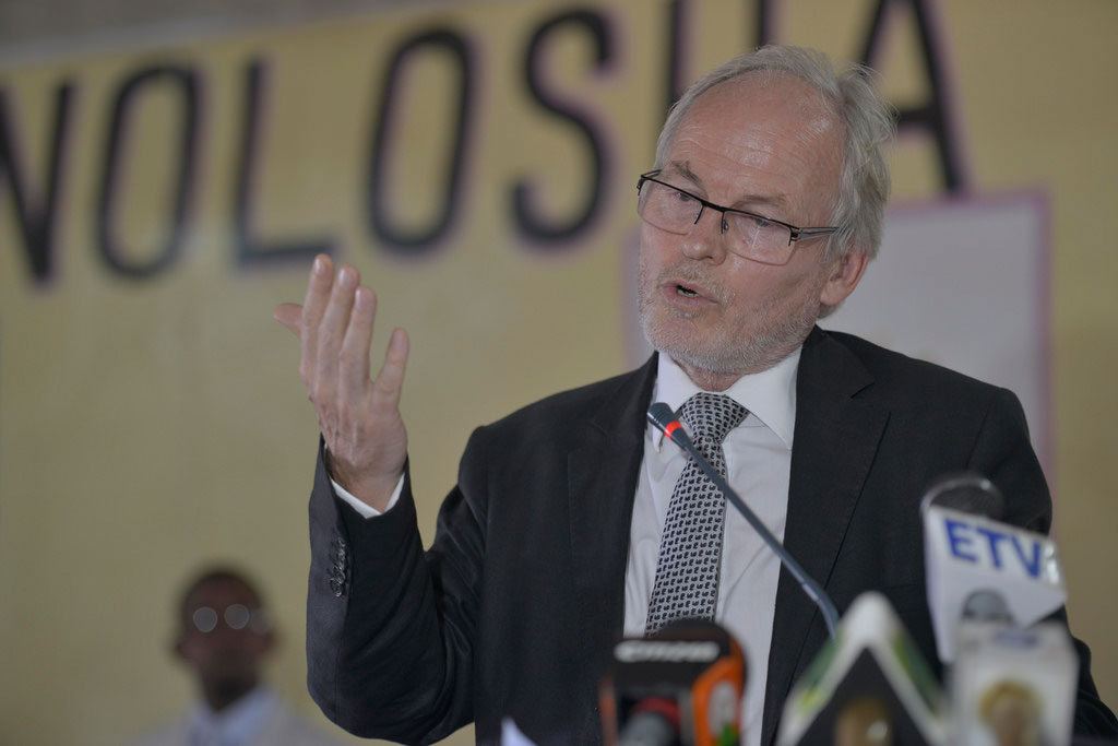Somalia:UNSOM Boss Signs with Puntland a free Arms deal  amid an invasion against