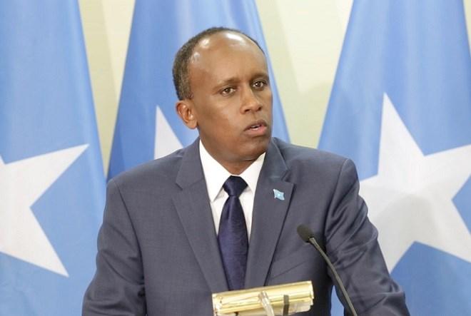[Daawo] dhaqtar ka soo jeeda qoys ku caana siyaasadda oo Madaxweynenimadda Somalia isu sharaxay ?