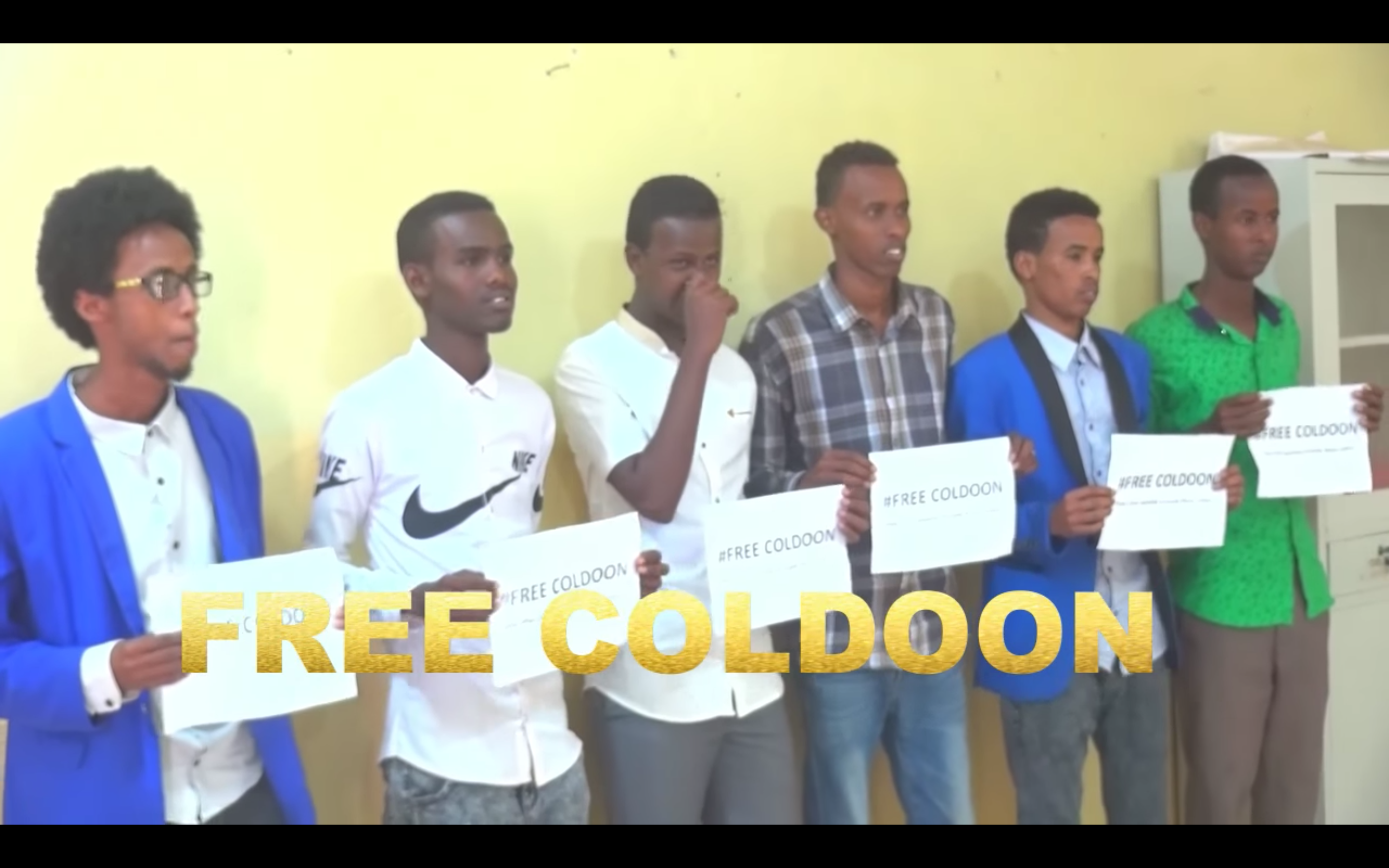 Video Somaliland authorities detain an independent journalist .