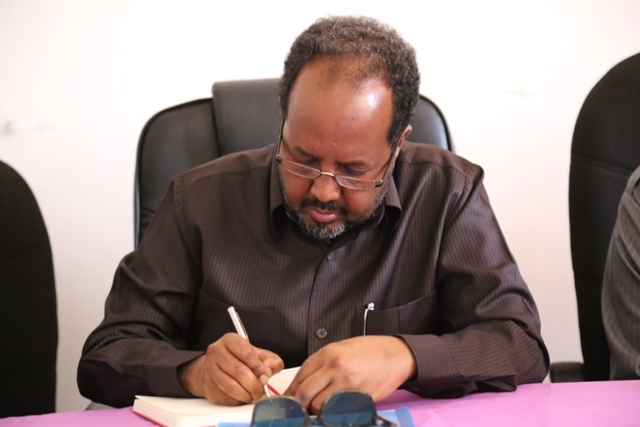 Somali PM requests His President that Gen. Madoobe becomes the new Emirates ambassador