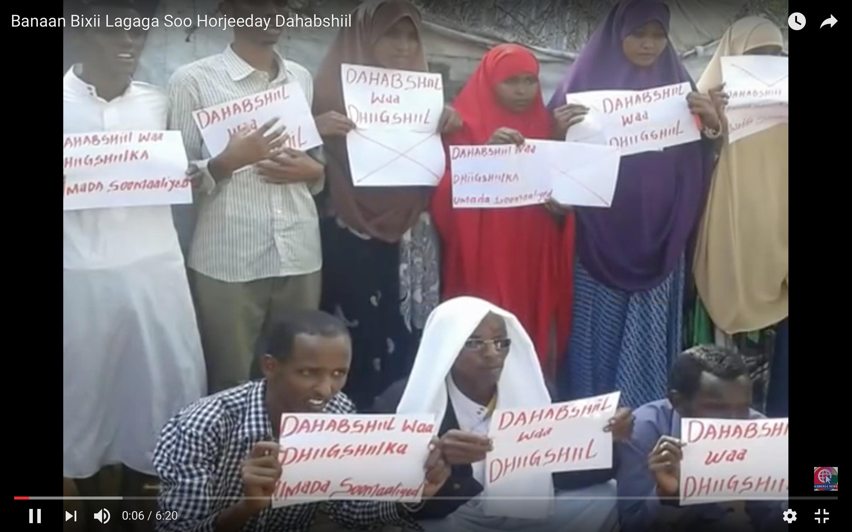 Kenya:Video Dozens of people protest against Dahabshiil over alleged killings